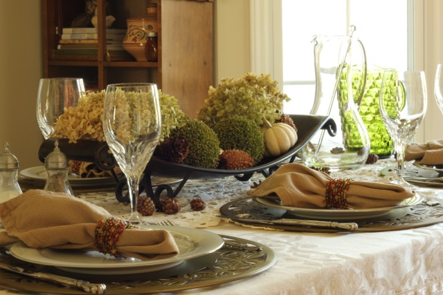 http://daisymaebelle.com/wp/wp-content/uploads/2012/10/fall-table-for-brunch30.jpg