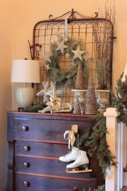 Foyer Christmas Decorating : Christmas decorations for my foyer daisymaebelle
