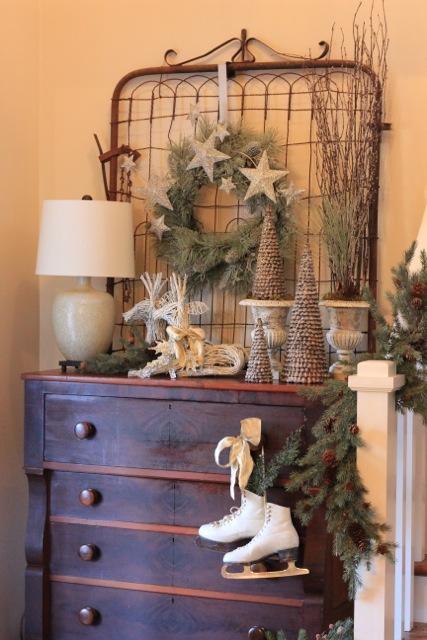 Foyer Christmas Decor : Christmas decorations for my foyer daisymaebelle