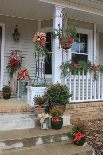 i - Natural Outdoor Christmas Decorations