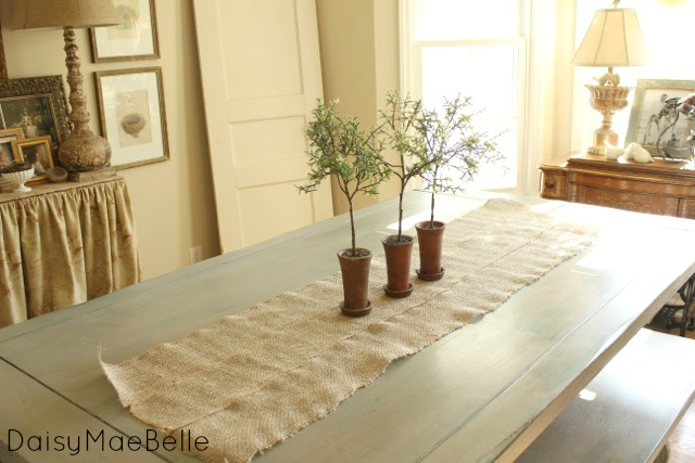 No Sew Burlap Table Runner @ DaisyMaeBelle