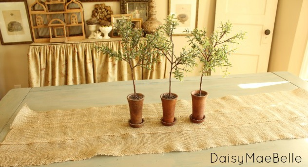 Burlap Table Runner @ DaisyMaeBelle