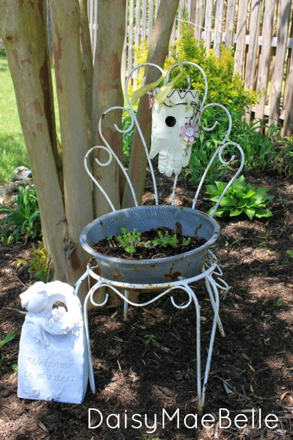Old Chair Planter @ DaisyMaeBelle