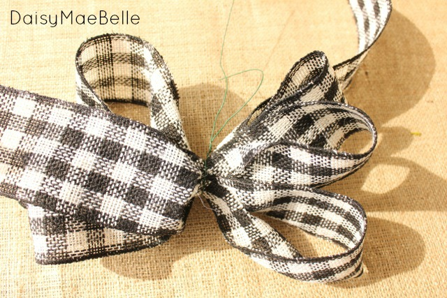 How to Make a Bow @ DaisyMaeBelle