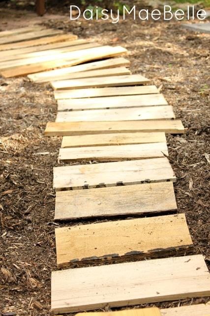 DIY Pallet Path @ DaisyMaeBelle
