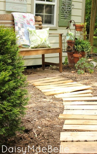 Pallet Garden Path @ DaisyMaeBelle