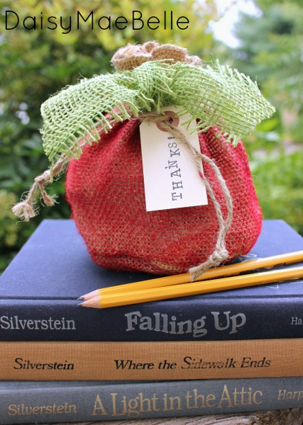 How to Make a Burlap Apple @ DaisyMaeBelle