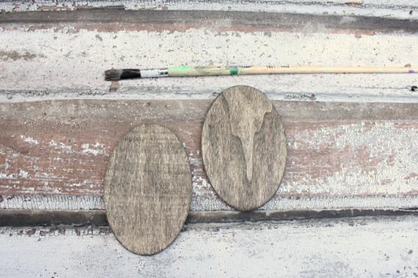 DIY Burlap Magnet Board @ DaisyMaeBelle