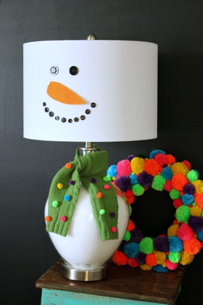How to make a lamp into a snowman @ DaisyMaeBelle