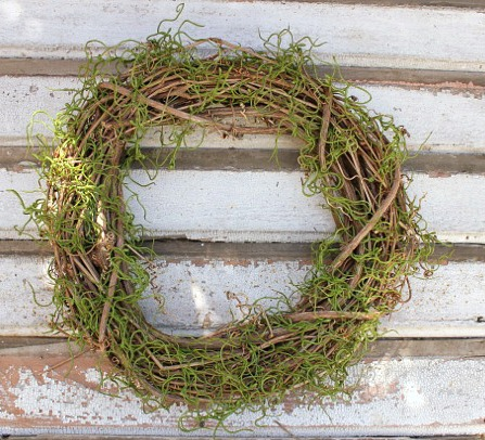 How to Make a Standing Wreath @ DaisyMaeBelle