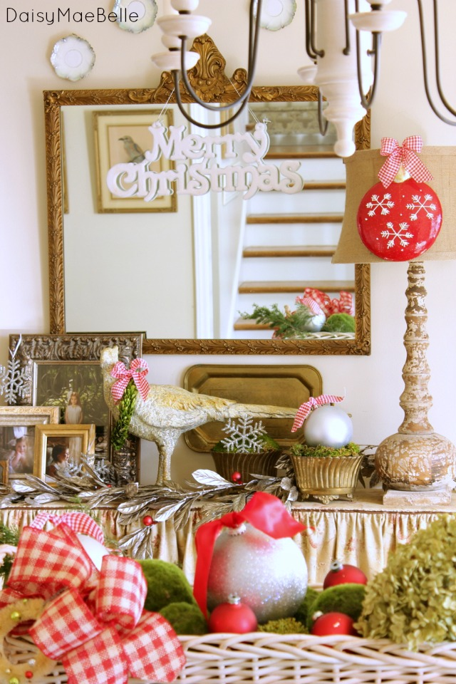 Decorating a Dining Room for Christmas @ DaisyMaeBelle