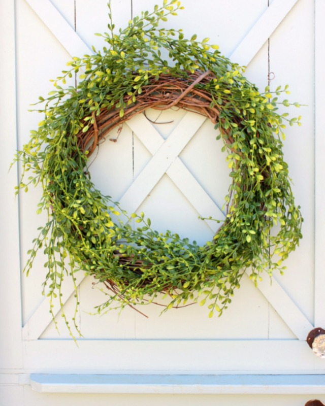 How to Make a Wreath for Spring