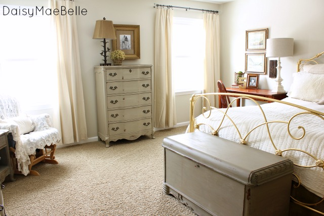 Decorating a Bedroom with Neutral Colors