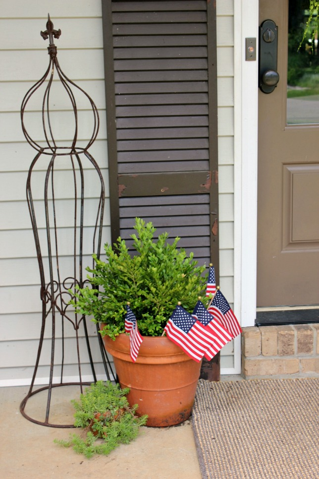 Patriotic Front Porch @ DaisyMaeBelle