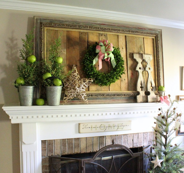 Country Christmas Mantels: Christmas Mantel Ideas - Daisymaebelle