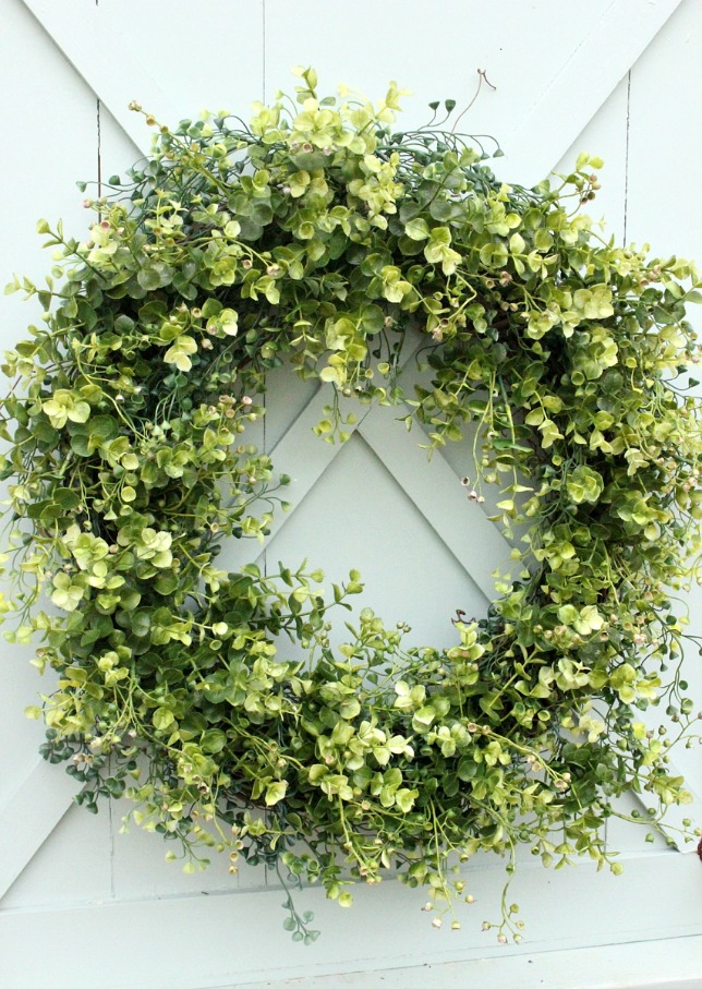 Boxwood Wreaths | DaisyMaeBelle | www.DaisyMaeBelle.com
