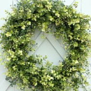 How to Make an Artificial Boxwood Wreath